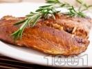 Рецепта Маринована риба сьомга с чесън в марината от балсамов оцет, зехтин и кафява захар на тиган с розмарин на тиган